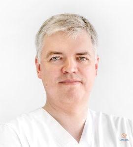 Akių ligų gydytojas – mikrochirurgas Audrius Valatka, atliekantis akių operacijas Klaipėdos Liremos akių klinikoje