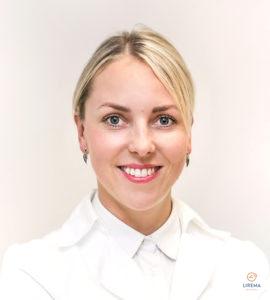 Akių ligų gydytoja – mikrochirurgė Simona Stech, atliekanti akių operacijas Vilniaus Liremos akių klinikoje